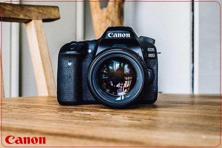 دوربین عکاسی کانن Canon 80D با لنز ۱۳۵-۱۸ IS USM